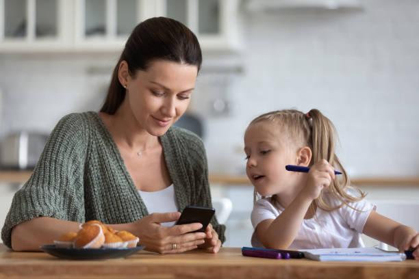 Annelerin %87.1'i oyun oynamak için akıllı telefonlarını tercih ediyor